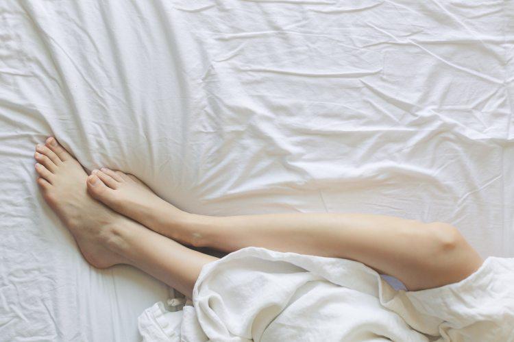 bed-bedroom-blanket-545015 (1)